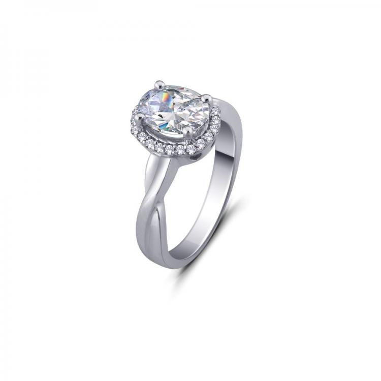 Luxurious Solitaire Ring