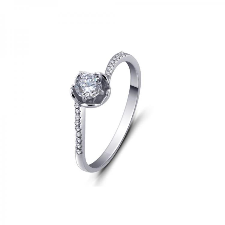 Spectacular Solitaire Ring
